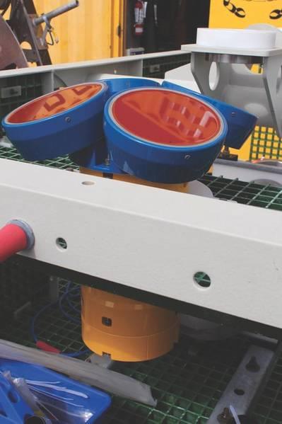 Εικ.6. Ένα ADCP 150 kHz επάνω από ένα κιβώτιο διασταύρωσης, πριν από την ανάπτυξη στα 2900 μ. (Credit: Μ. Elend, Πανεπιστήμιο της Ουάσινγκτον)