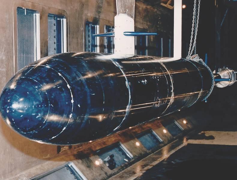 Большой канал кавитации Уильяма Б Моргана (LCC) представляет собой большой туннель с переменным давлением с замкнутым контуром, который эксплуатируется ВМС США в Мемфисе с 1991 года. Этот объект хорошо разработан для широкого спектра гидродинамических и гидроакустических испытаний. Его общий размер и возможности позволяют номера модели Рейнольдса в образцовой модели приближаться или даже достигать уровня полномасштабных воздушных или водных транспортных систем. (Фото: ВМС США)