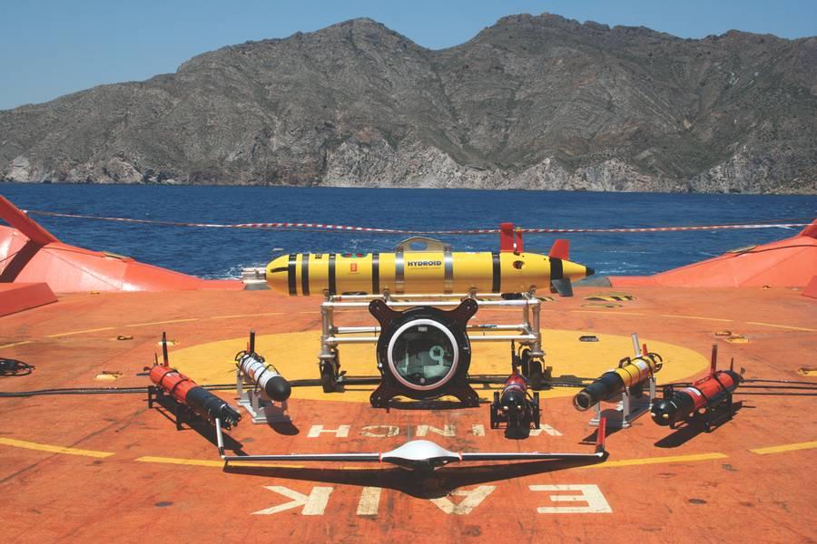 Парк беспилотных летательных аппаратов на палубе судна «Клара Кампоамор» - 6 AUV; 1 USV, 1 БПЛА - в июне 2017 года в Картахене. (Фото любезно предоставлено: Хавьер Гилаберт)