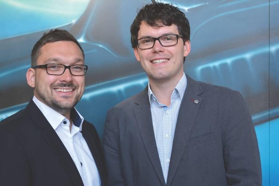 موم مدير المشروع مارك شيمان (يسار) ومهندس التصميم هندريك وينر (صورة: ثيسنكروب)