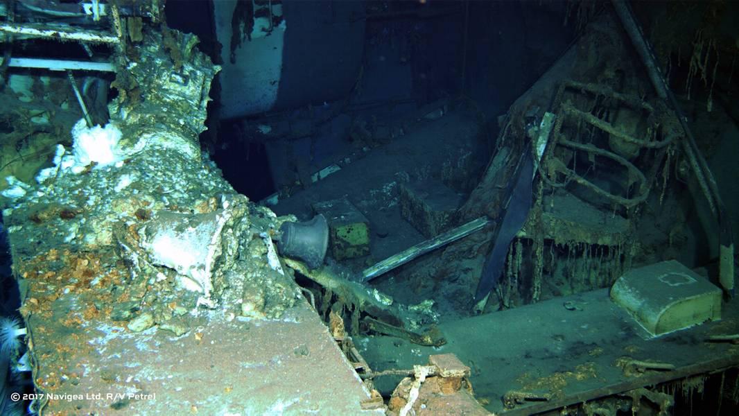 आरओवी से एक छवि शॉट यूएसएस इंडियानापोलिस के मलबे (पॉल जी एलन की फोटो सौजन्य) दिखाता है