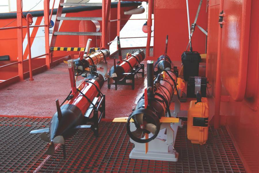 तैनाती के लिए तैयार पांच AUV। (फोटो शिष्टाचार: जेवियर गिलाबर्ट)