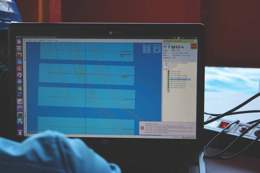 """Neptus""指挥与控制软件屏幕监控执行任务的车辆。 (照片提供:Javier Gilabert)"