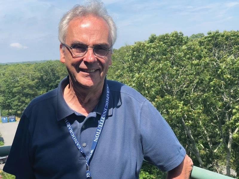 ウッズホール海洋研究所(WHOI)社長兼ディレクター、マークアボット博士。写真:Greg Trauthwein