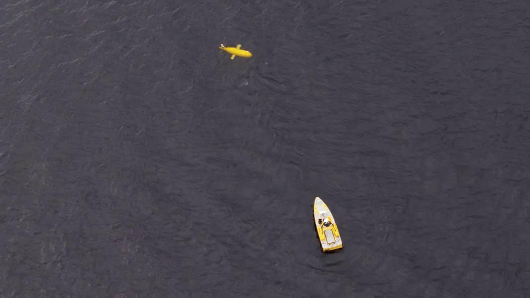 一架L3ASV C-Worker无人驾驶水面舰艇和国家海洋学中心的ALR在最近的试验中共同展示了声学和光学通信。照片:Sonardyne