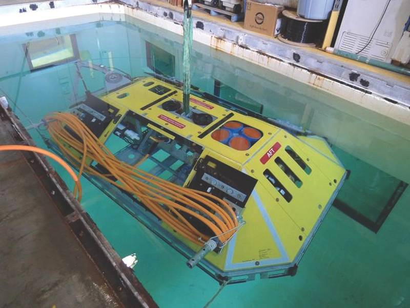 図4。 Benthic Experiment Packageは、ハザード耐性フレーム内にADCPといくつかの小型海洋センサーを配置しています。また、内部には、ケーブルネットワーク用の電源/通信ユニットがあります。 (提供:ワシントン大学)