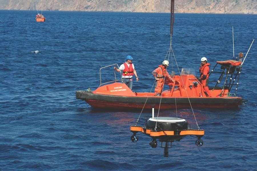 在停放位置使用AUV进行USV部署。 (照片提供:Javier Gilabert)