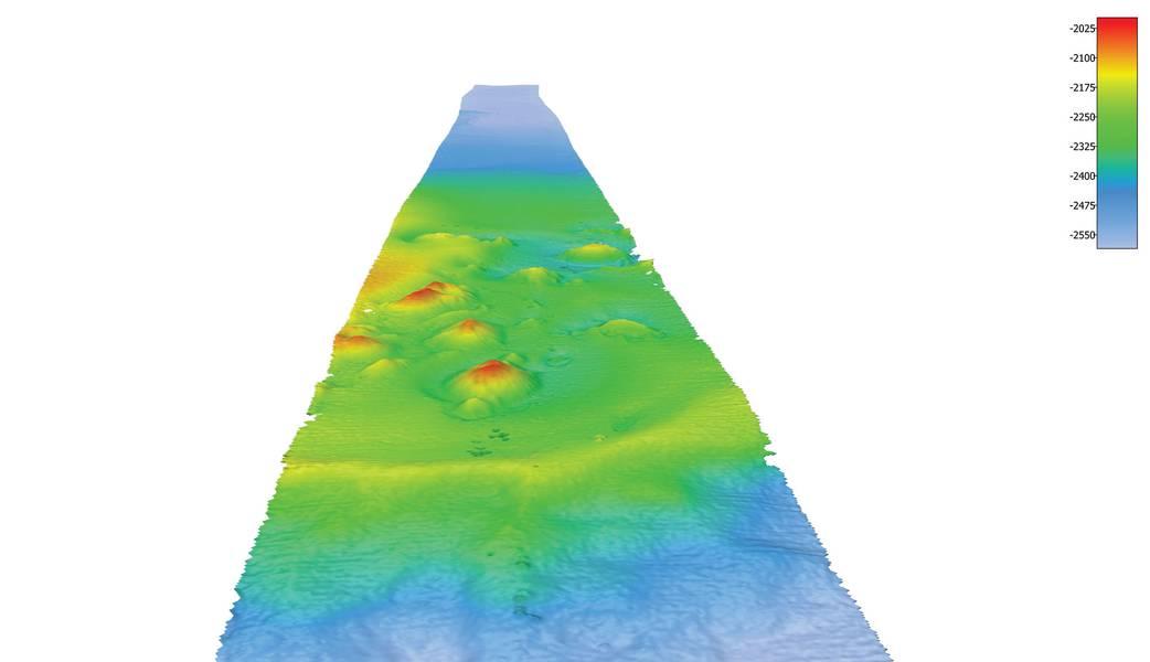 Batimetria codificada por cores de dados multifeixe contribuído por Fugro a partir de um trânsito recente que mostra os montes de montanhas no fundo do mar circundante. Imagem cedida por Fugro