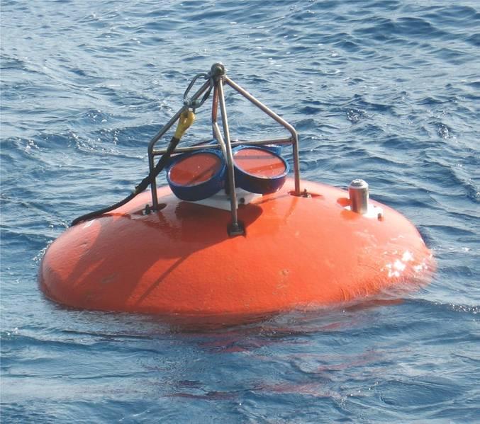 Das Groß-Agulhas-Current-System wurde in den letzten zwei Jahrzehnten mit umfangreichen und hartnäckigen Festmacher-Arrays untersucht. Ein kritisches Element war die Erfassung des von starken Strömungen im oberen Ozean transportierten Volumens. Aus diesem Grund wurden viele der Festmacherleinen mit den oben genannten Teledyne RDI ADCPs gekrönt. (Kredit: J. Ullgren (NIOZ) 2010. https://goo.gl/SJ4dWJ)