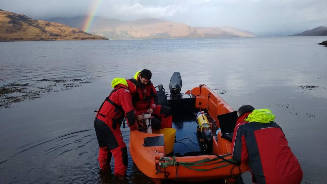 Ein Remus AUV wird in den Corran Narrows eingesetzt. Foto von MarynSol.