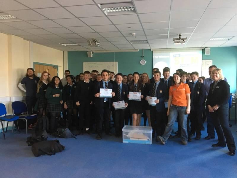 Estudiantes que compiten en un desafío de diseño y fabricación para las industrias marinas Photo bigpartnership.co.uk