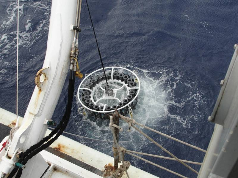 GEOTRACES轮播部署显示Cortland电缆。图片:科特兰
