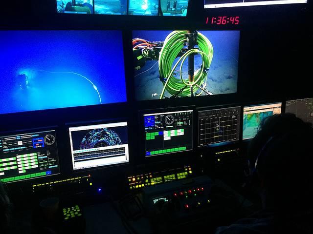 Las transmisiones de buceo en vivo en la sala de control en EV Nautilus (Foto: ONC)