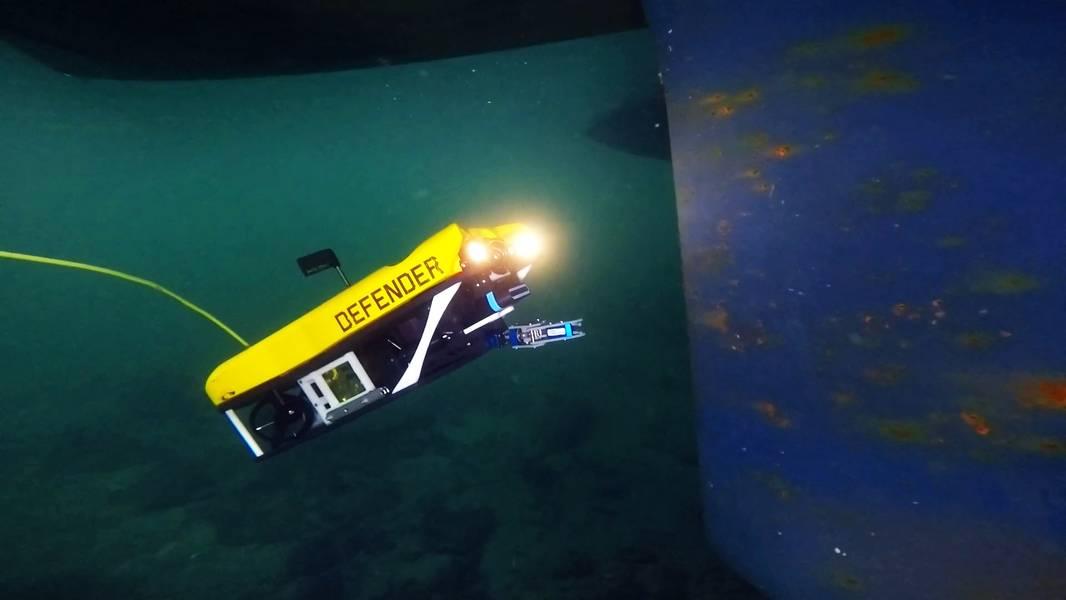 MSS Defender en la superficie en un estanque en Spring City, inspeccionando un barco sumergido para entrenamiento (Foto: Nortek)