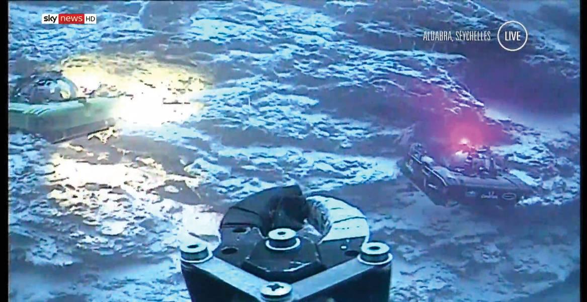 在Nekton任务期间,两艘载人潜水器配备了BlueComms,将现场视频传输到地面,然后传输给全球观众。图片仍然来自Sky News直播。照片:Sonardyne