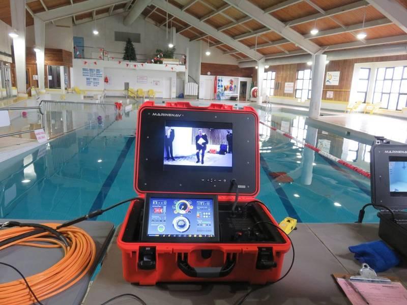 El Oceanus Pro ROV de la compañía canadiense MarineNav puede ser operado por una sola persona y está diseñado como un ROV resistente de clase de inspección capaz de operar a una profundidad máxima de 1000 pies (305 metros) a una velocidad máxima de seis nudos para uso en hélice , inspecciones de casco y muelle y misiones de búsqueda y recuperación bajo el agua. Foto: Tom Mulligan