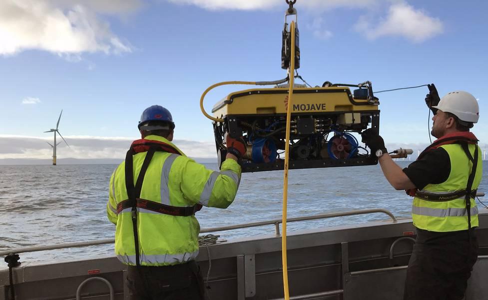 Rovco startet ein ROV bei einer Windpark-Umfrage. Foto von Rovco.