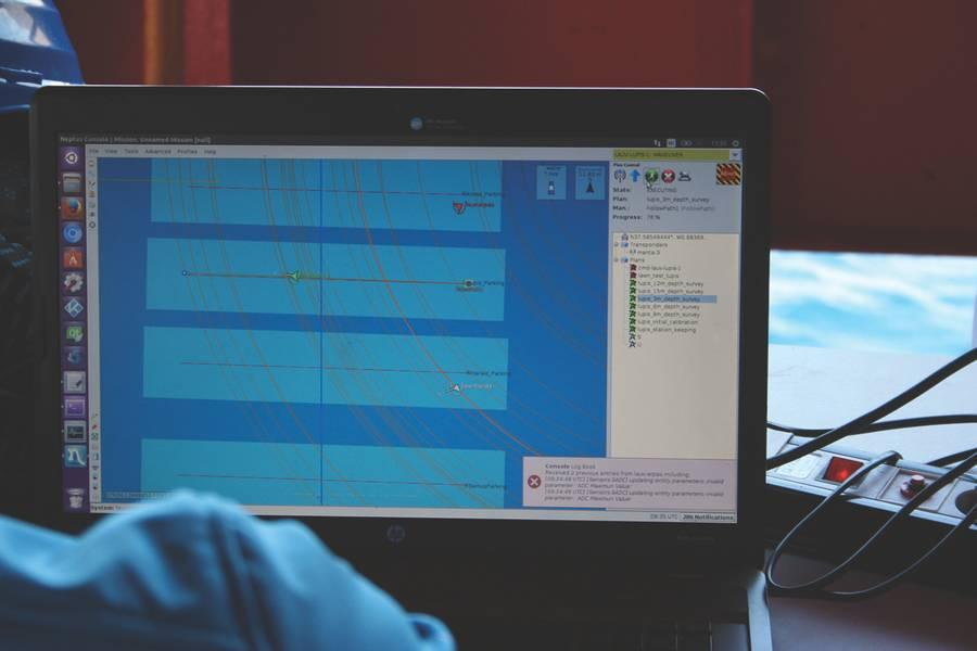 """Tela de software """"Neptus"""" Command & Control monitora os veículos que executam uma missão. (Foto cedida por: Javier Gilabert)"""