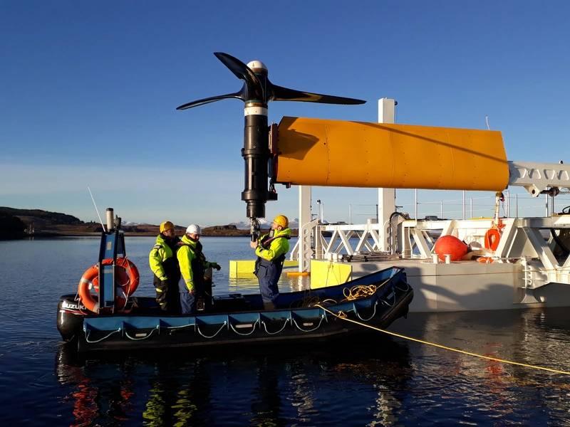 Una turbina de corriente continua de SCHOTTEL sometida a mantenimiento en el sitio cerca del puente Connel. Foto: © SCHOTTEL HYDRO