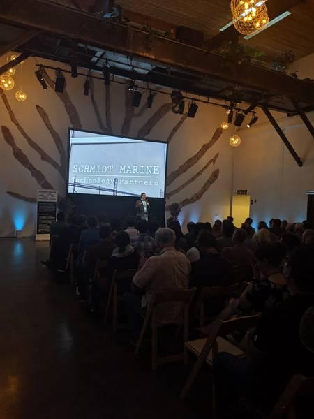 O diretor de SMTP, Mark Schrope, fornece comentários de boas-vindas em seu primeiro evento de demonstração. Crédito: Erika Montaue / SMTP.