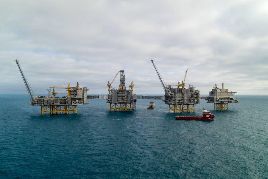 La producción de petróleo y gas continuará ocupando un lugar en la futura imagen energética. El mega campo Johan Sverdrp ha esperado reservas recuperables de 2.7 billones de barriles de petróleo equivalente y el campo completo puede producir hasta 660,000 barriles de petróleo por día en el pico. Alimentado con electricidad de la costa, el campo tiene emisiones récord de CO2 por debajo de 1 kilogramo por barril. (Foto: Equinor)