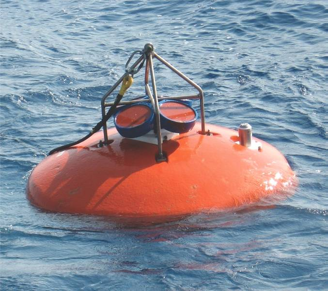 El sistema de la Gran Corriente de Agulhas ha sido examinado con arrays amarrados extensos y persistentes durante las últimas dos décadas. Un elemento crítico fue la captura del volumen transportado por las fuertes corrientes en el océano superior. Por esta razón, muchas de las líneas de amarre fueron rematadas con los ADCPs RDI de Teledyne. (Crédito: J. Ullgren (NIOZ) 2010. https://goo.gl/SJ4dWJ)