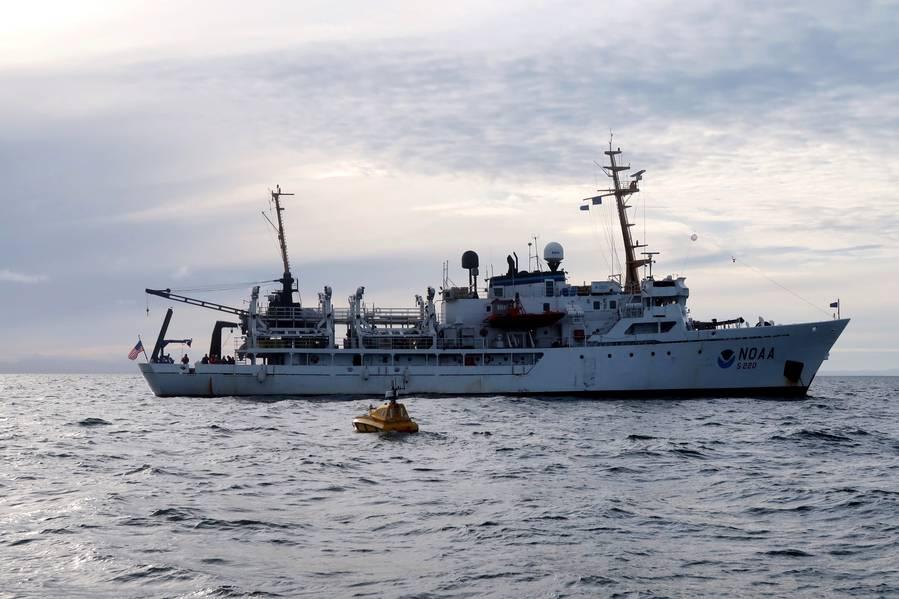 O veículo de superfície não tripulado BEN foi lançado no navio Fairweather da NOAA. (Foto de Christina Belton, NOAA)