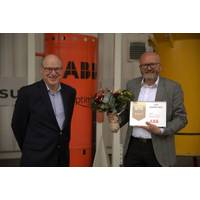UTC Award jury chair Bjørn Søgård presents this year's award to Svein Vatland, ABB's Vice President Subsea Technology Program