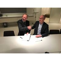 Chairman of the Island Offshore Group, Morten Ulstein, together with the new managing director of Island Offshore Subsea AS, Odd Strømsheim after signing the collaboration agreement (Photo: TechnipFMC)