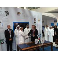 NDC Chief ExecutiveOfficer, Abdalla Saeed Al Suwaidi, and Lamprell Chief Executive Officer, Jim Moffat, shake hands after signing the contract award for two further high specification jackup drilling rigs which NDC awarded to Lamprell