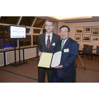 ClassNK Chairman and President Mr. Ueda (right) with Mr. Krüger, BG Verkehr (left)