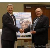 Jim Garrington receives the award from DCBC Chairman Jonathan Chapple (Photo: Shark Marine Technologies)