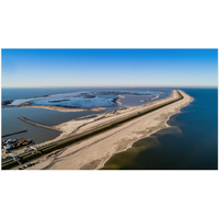 10 million m³ of sand have been deposited around the Houtribdijk levee, protecting infrastructure against waves and nature's elements. Photo: Frank Janssens/Rijkswaterstaat.