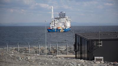 The cable-laying vessel NKT Victoria at the Johan Sverdrup converter station at Haugsneset near Kårstø.(Photo: Øyvind Gravås - Woldcam / Statoil)