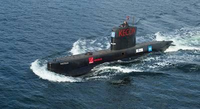 File photo: Peter Madsen operates submarine UC3 Nautilius in August 2008. (Photo: Frumperino)