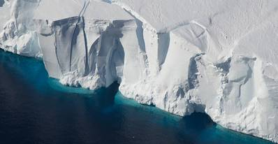 The front of Antarctica's Getz Ice Shelf. (Photo: Jeremy Harbeck/NASA)