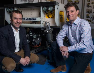 Managing director of Saab Seaeye, Jon Robertson, signs new ROV deal with ROVOP's chief executive officer, Steven Gray. (Photo: ROVOP)