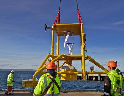 Maneuvering the Subsea Power Hub over the pier for the first system wet trial. (Photo: Nortek)