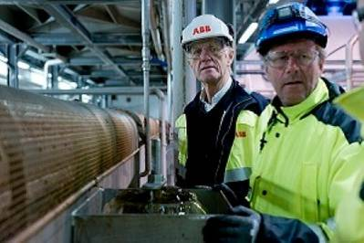 ABB & FMC personnel tour plant: Photo credit ABB