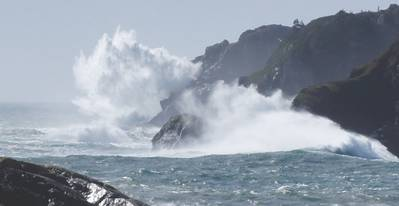 Waves in and around Lord's Cove can be as large as 13m in just 25m depth. Although this is rare, waves in the 8m range in winter and 2m range in summer are not uncommon. Statistically, waves are larger than 1.5m 80% of the time. (Photo: Wave Energy Center)