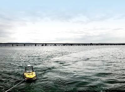 اختبار أنظمة USV في خليج بالقرب من مدينة تشينغداو بالصين. يشتمل الاختبار على ثبات القارب (عن طريق سحب / سحب السيارة) وجودة الاتصالات. الصورة: نورتك