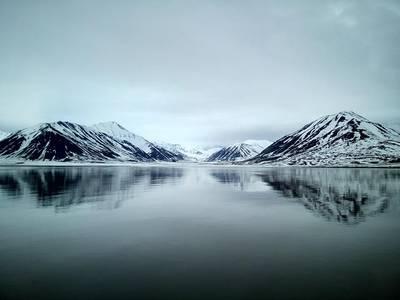 80 डिग्री अक्षांश से ऊपर फैले क्षेत्र में, फूग्रो नार्वेजियन प्राधिकरण मानचित्रण कार्यक्रम, मारियानो के लिए उच्च रिजबंद डेटा एकत्र कर रहा है। (फोटो: फुग्रो)