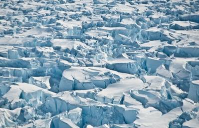 पाइन आइलैंड ग्लेशियर, अंटार्कटिका की ग्राउंडिंग लाइन के पास क्रेवास। (क्रेडिट: वाशिंगटन विश्वविद्यालय / आई। जौफिन)