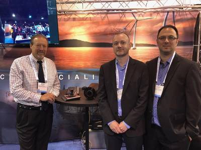 यहाँ सिडस बूथ पर चित्र हैं (L से R): लियोनार्ड पूल, मार्क होपर, वीपी और फ्रांसिस लाबोन्टे, दोनों मॉन्ट्रियल-आधारित वेन्ट्रिक्स के साथ। समुद्री प्रौद्योगिकी रिपोर्टर पत्रिका के भविष्य के संस्करण में सिस्टम पर एक सुविधा के लिए देखें। फोटो: ग्रेग ट्रूथ्विन