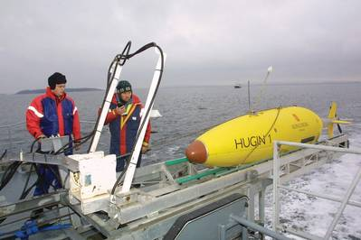 एक हगिन AUV लॉन्च किया जा रहा है (सौजन्य कोंग्सबर्ग)