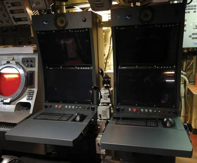 Antigo sonar analógico à esquerda versus novo console. Foto: RTsys / Marinha Francesa