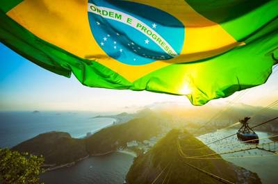 Brasilianische Flagge - Bild von lazyllama - AdobeStock