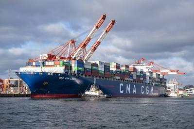 CMA CGM天秤座在新斯科舍省哈利法克斯港的南端集装箱码头。该港口是区域经济的重要贡献者:Chris Lowe规划和管理集团最近的一份经济影响报告显示,2017/18年度的运营产量为19.7亿加元,比2015/16年度增长15%。照片:史蒂夫法默
