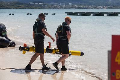 海兵隊海兵隊基地ハワイで海兵隊海軍偵察機の未来をIver無人水中航路を使ってテストします(Marine Corp写真、Sgt。Jesus Sepulveda Torresによる)。米国防総省の視覚情報の出現は国防総省の保証を意味するものではありません。