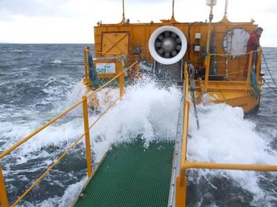 Ein kleinerer Prototyp in Galway Bay, Irland getestet. (Foto: Meeresenergie)